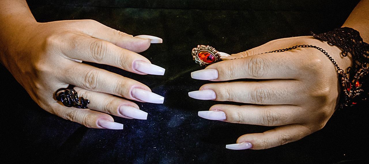 Ricostruzione unghie in gel con tip