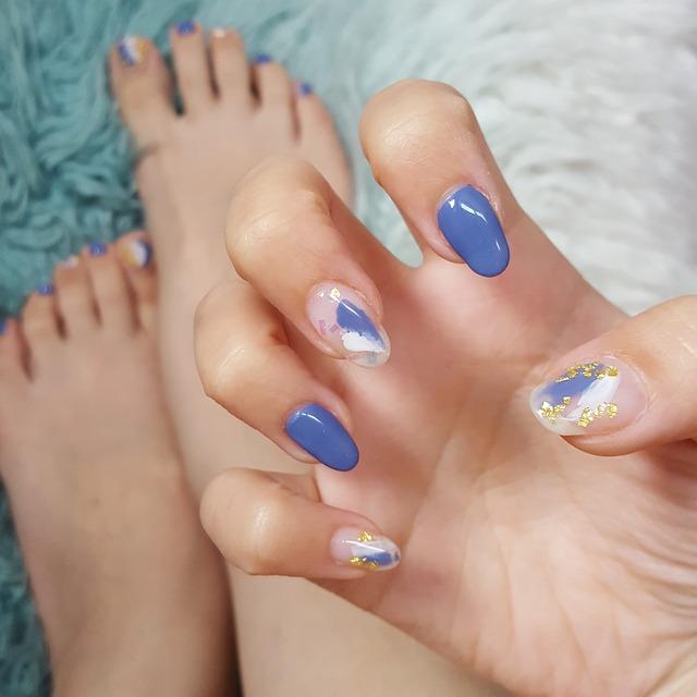 nail art unghie oro e blu