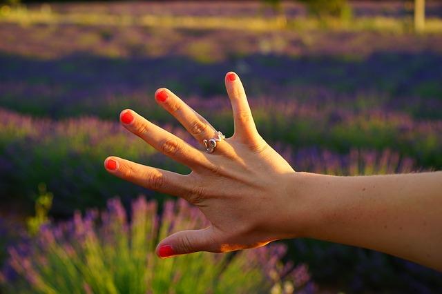 curare le unghie corte
