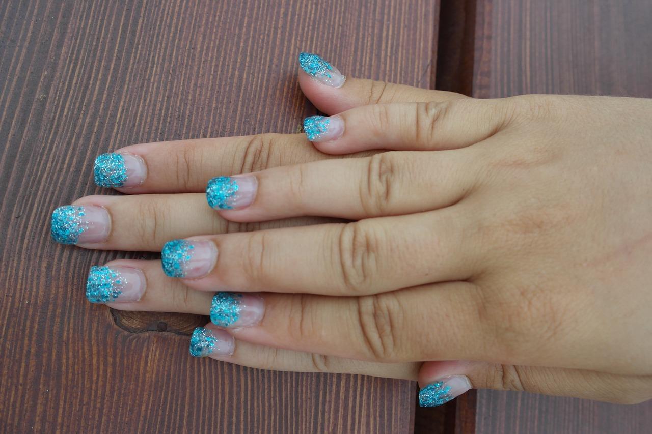 Nail art effetto spugnato
