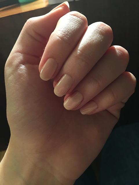 nail art nude a colori