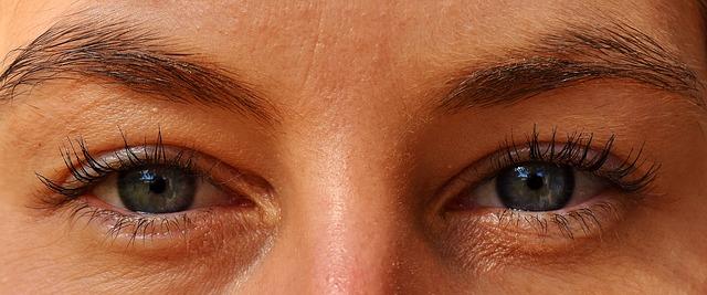 Curare il contorno occhi