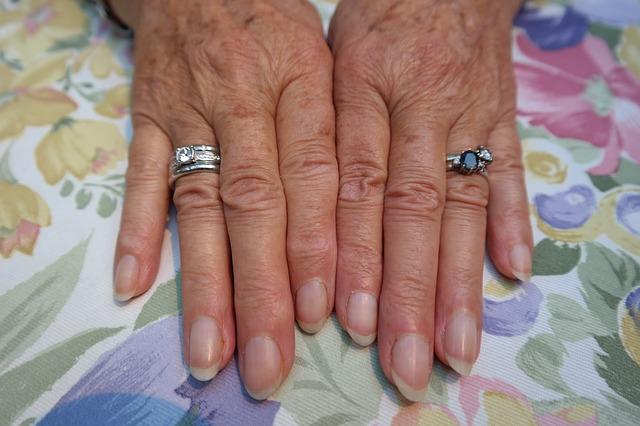 unghie arrotondate