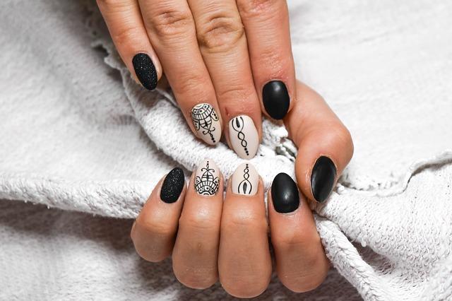Nail art con mandala